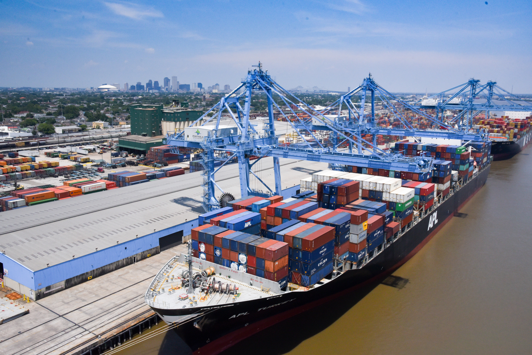Container Vessels Worked at Napoleon Avenue Wharves